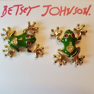 Betsey Johnson NWT frog stud earrings